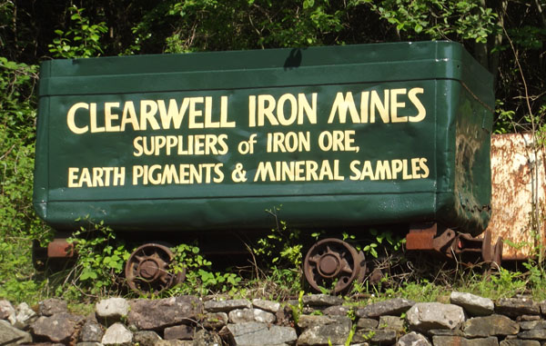 clearwell caves entranceway signage